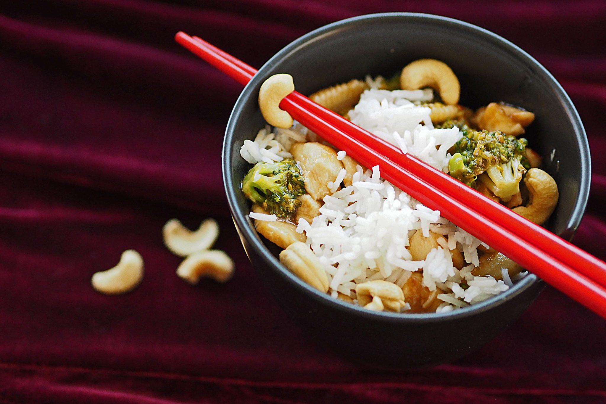 Chinesisches Hähnchen mit Gemüse und Reis