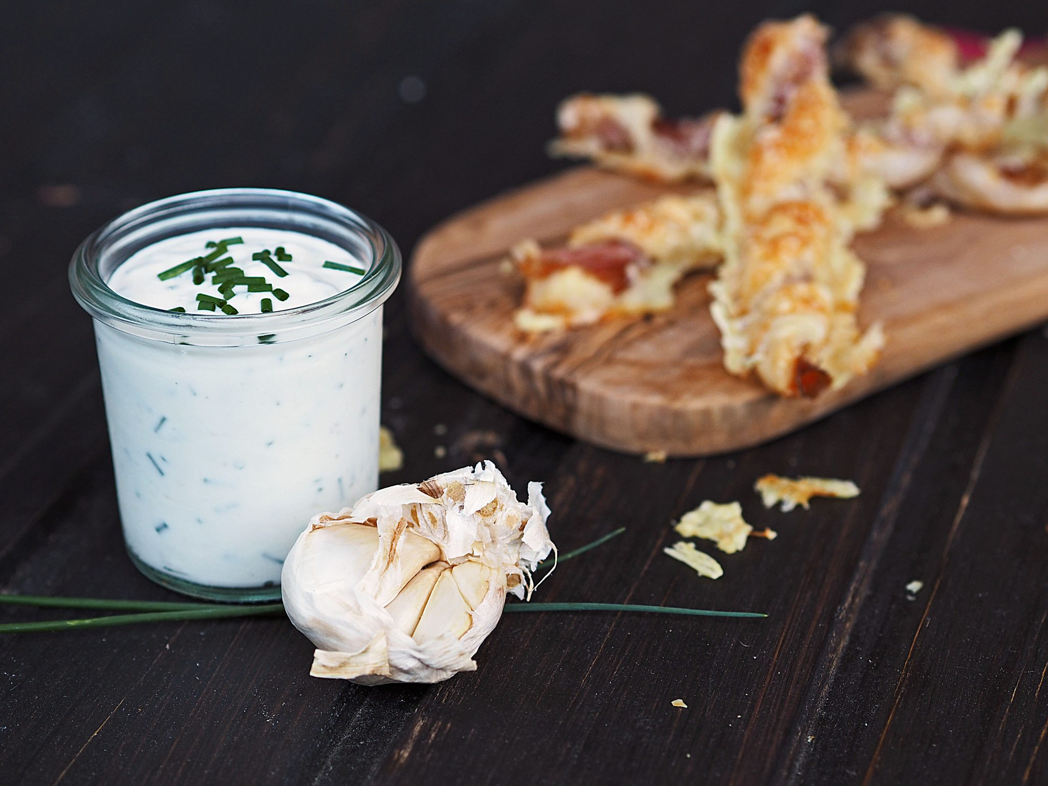 Fingerfood Snack Stangerl mit Knoblauchdip