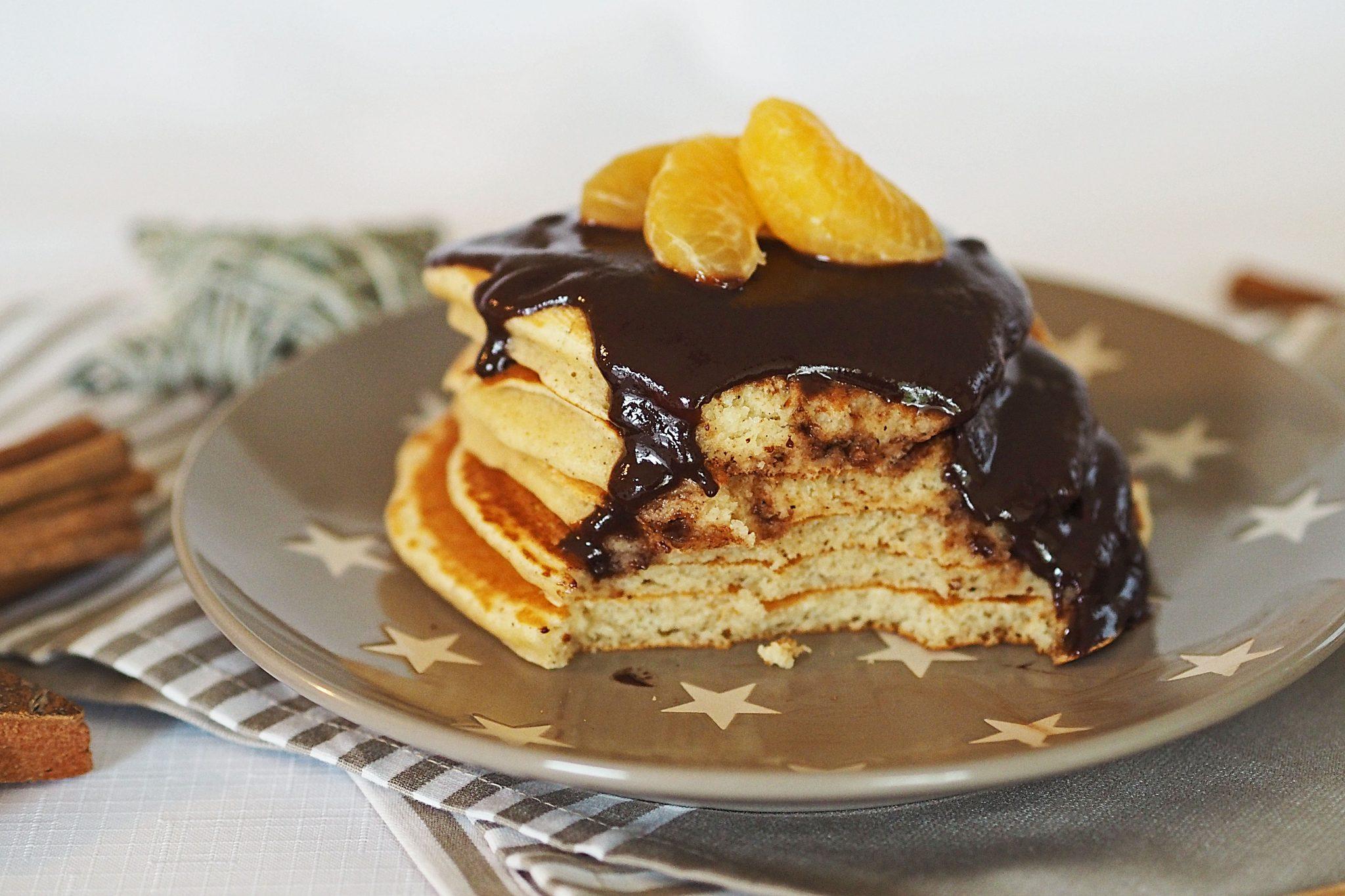 Pancakes mit Schokosauce Lebkuchen Gingerbread-Pancakes
