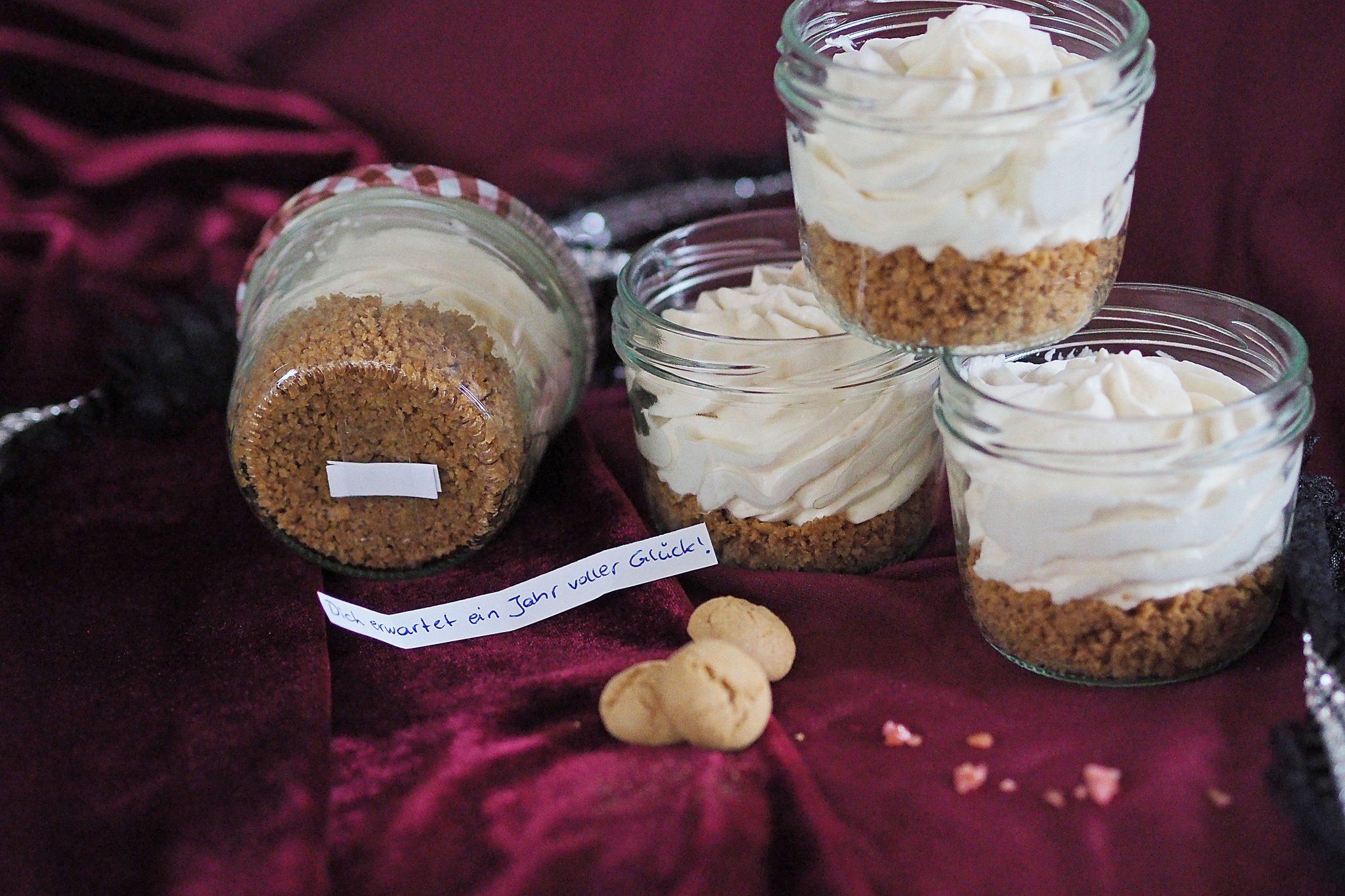 Cheesecake-Mousse mit Amarettiniboden