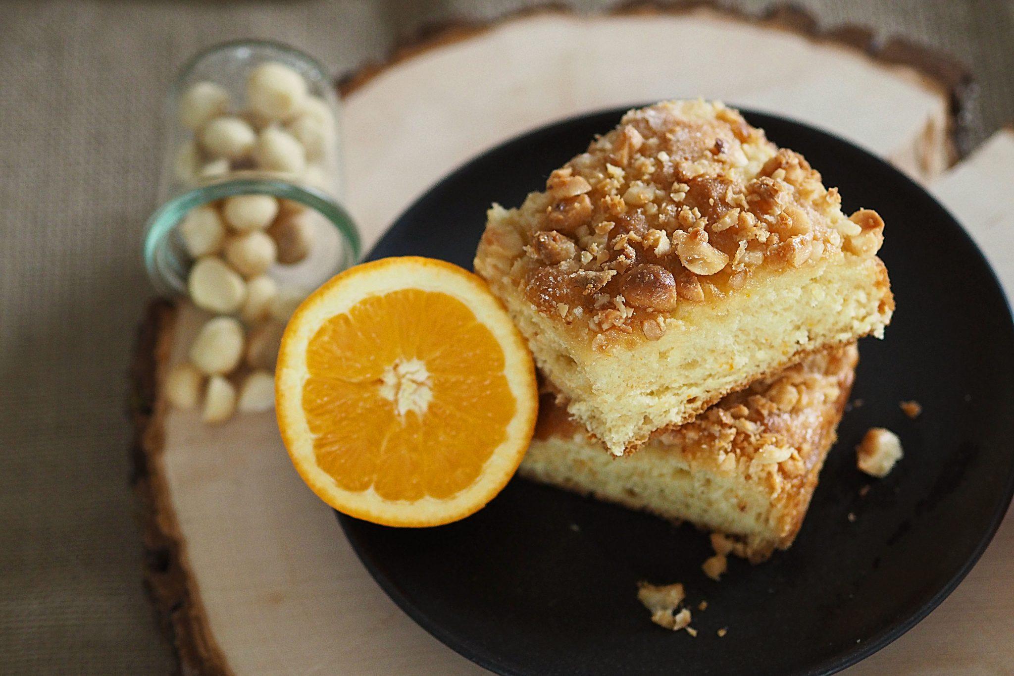 Orangen-Butterkuchen mit Macadamianüssen