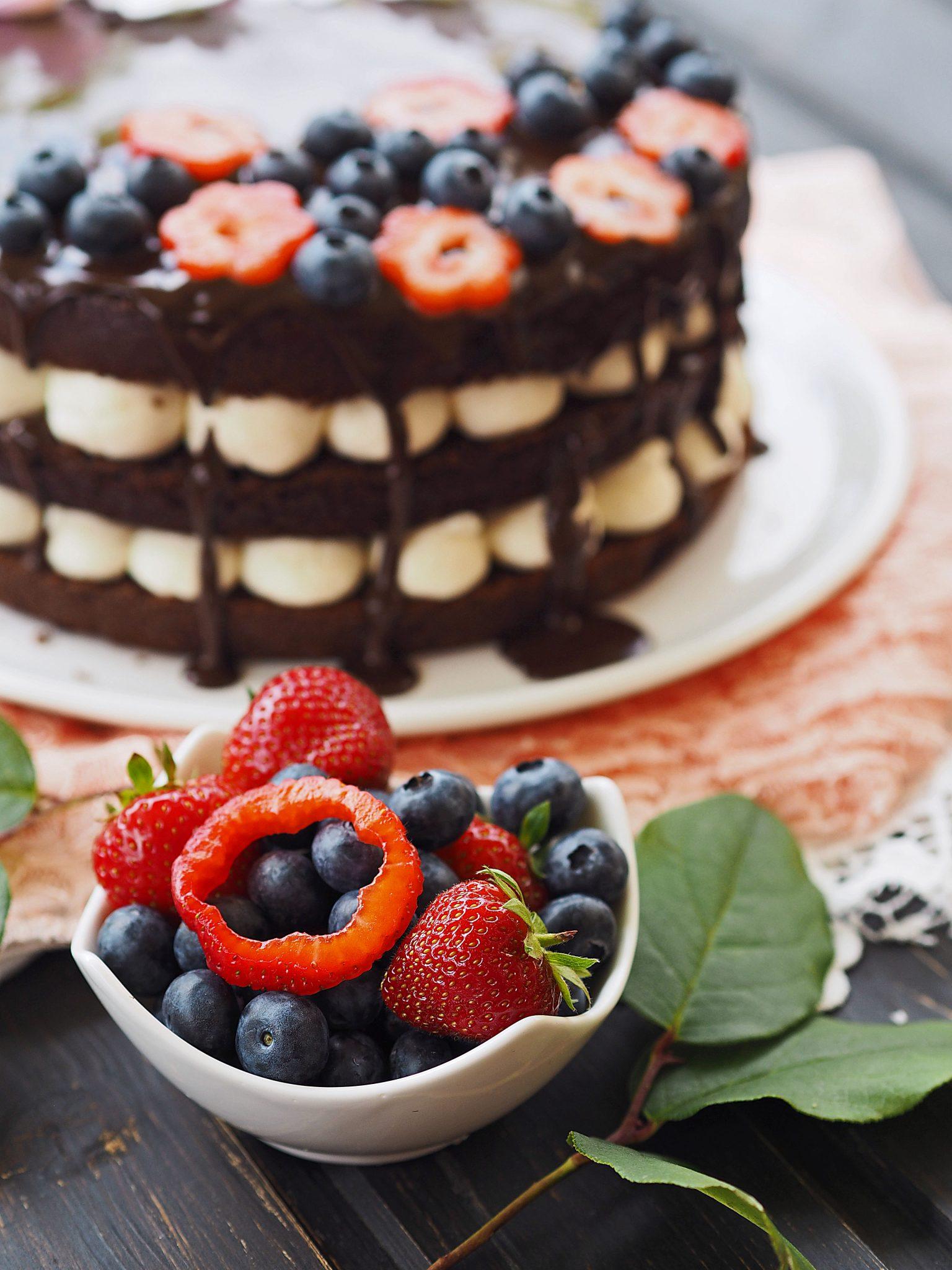 Schokoladen naked cake mit mascarpone creme und beeren what bakes me smile - Obst dekorieren ...