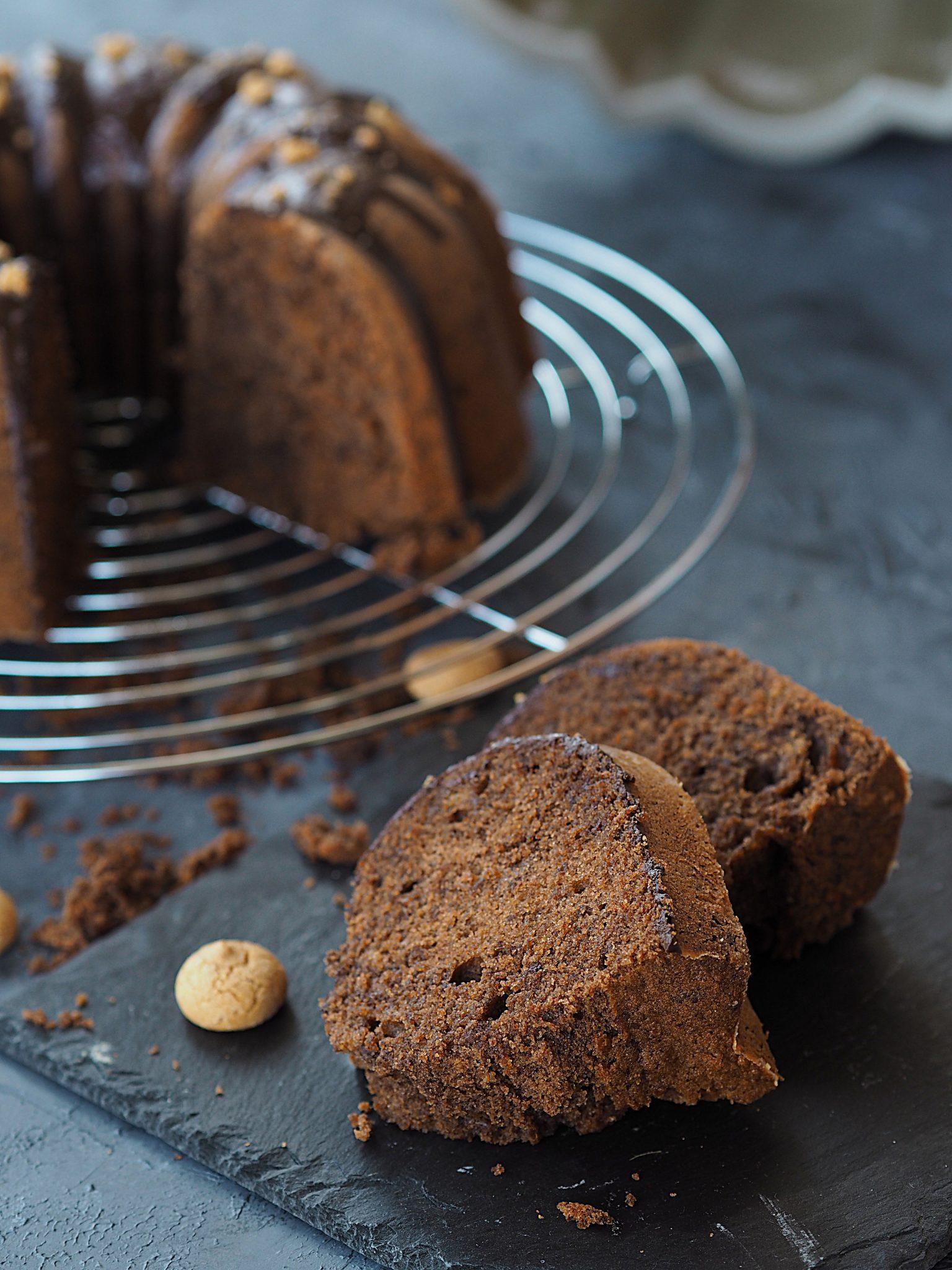 Amarettini-Gugelhupf mit Kakao und Schokolade