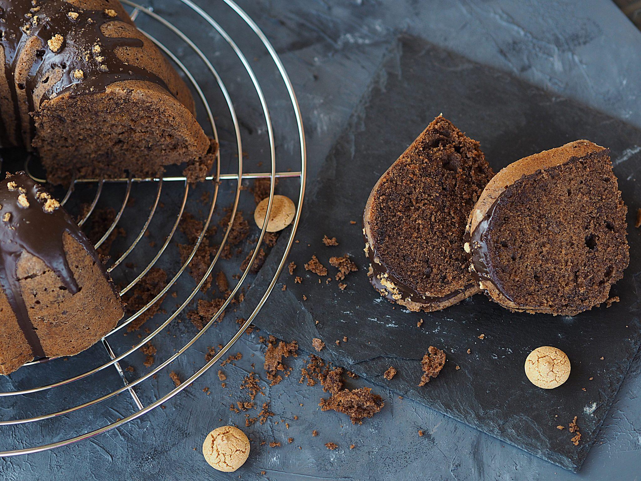 Gugelhupf mit Kakao und Amarettini