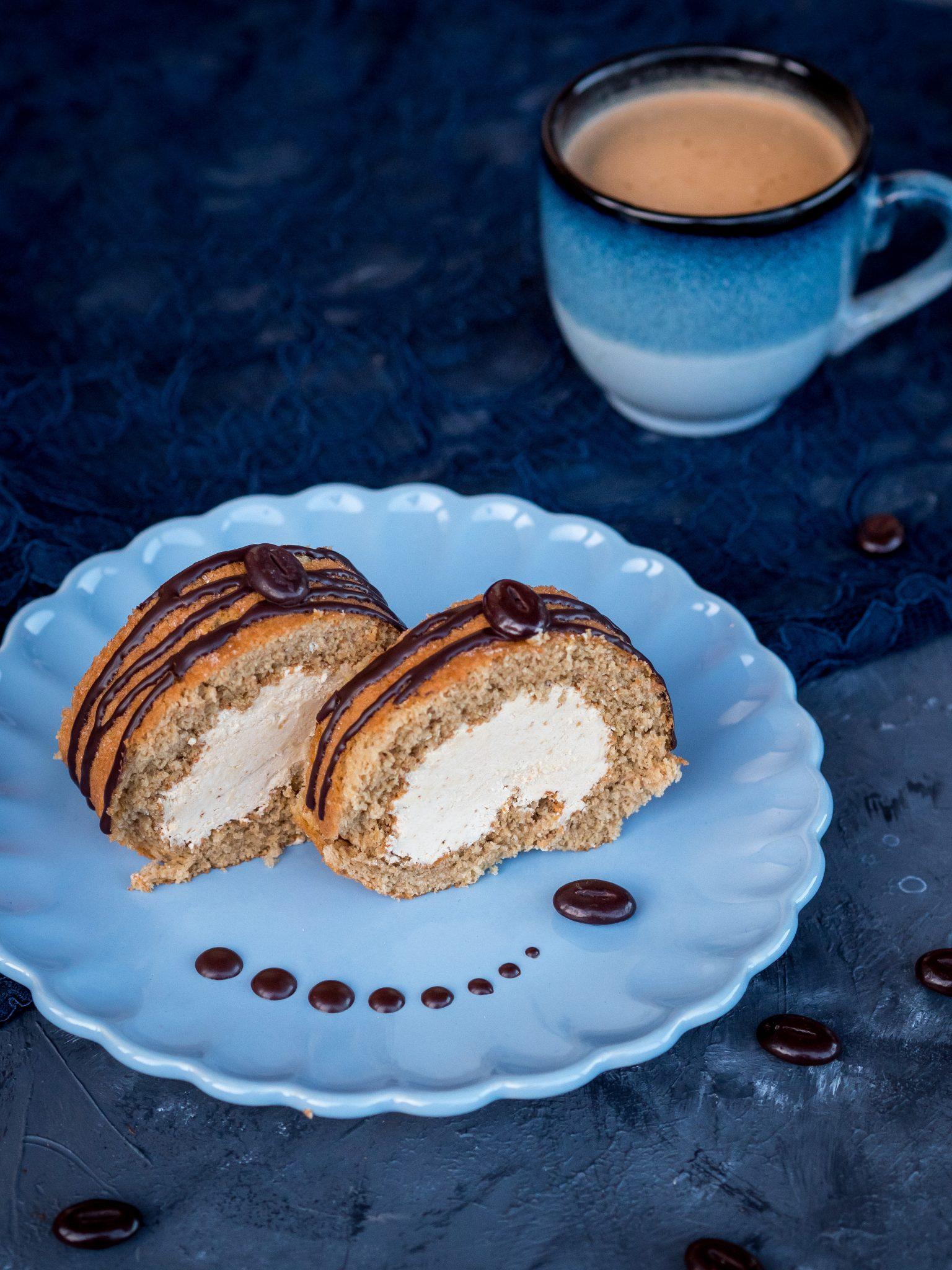 Biskuitroulade mit Kaffeecreme