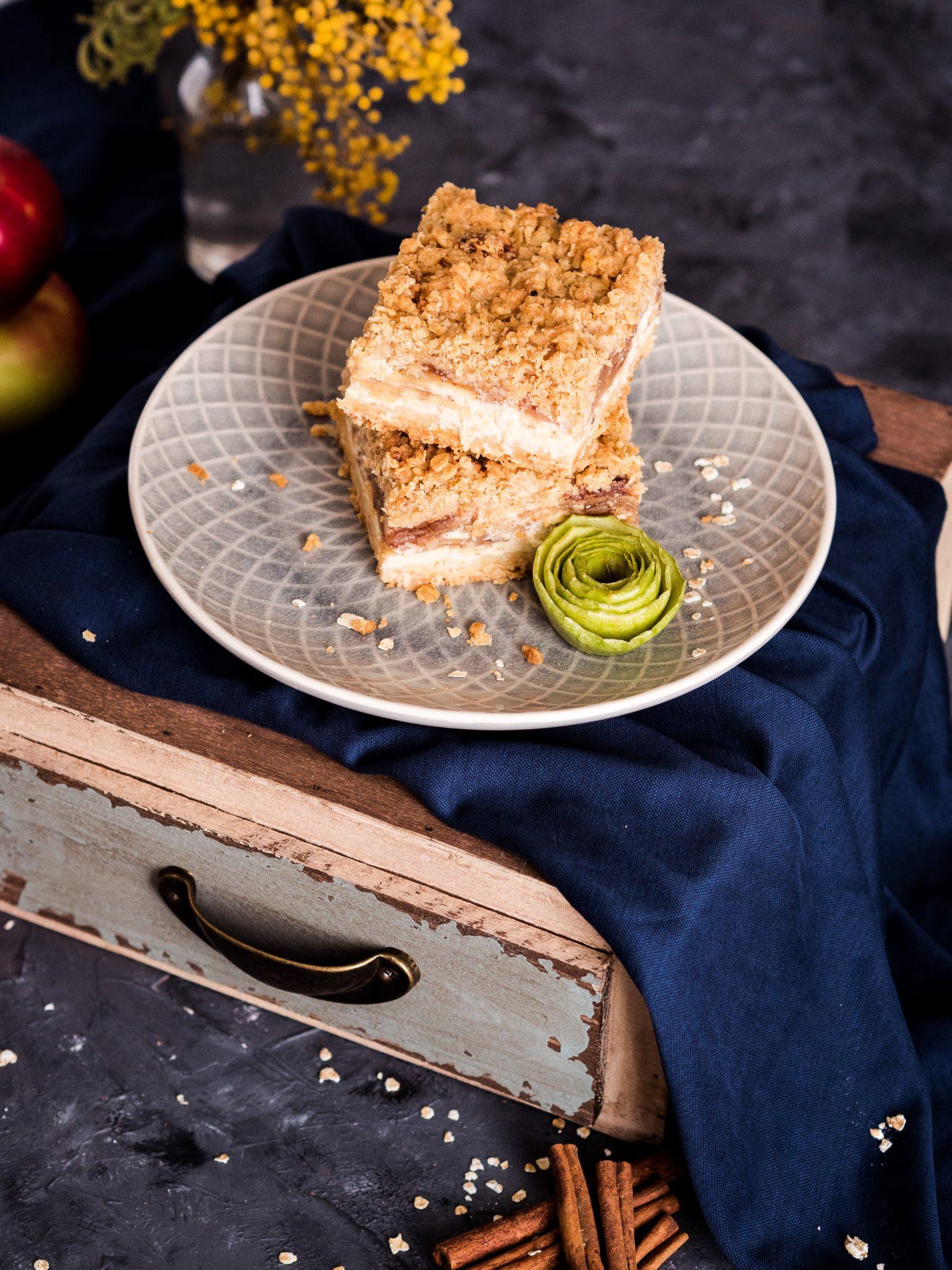 Cheesecake-Streuselriegel mit Äpfeln