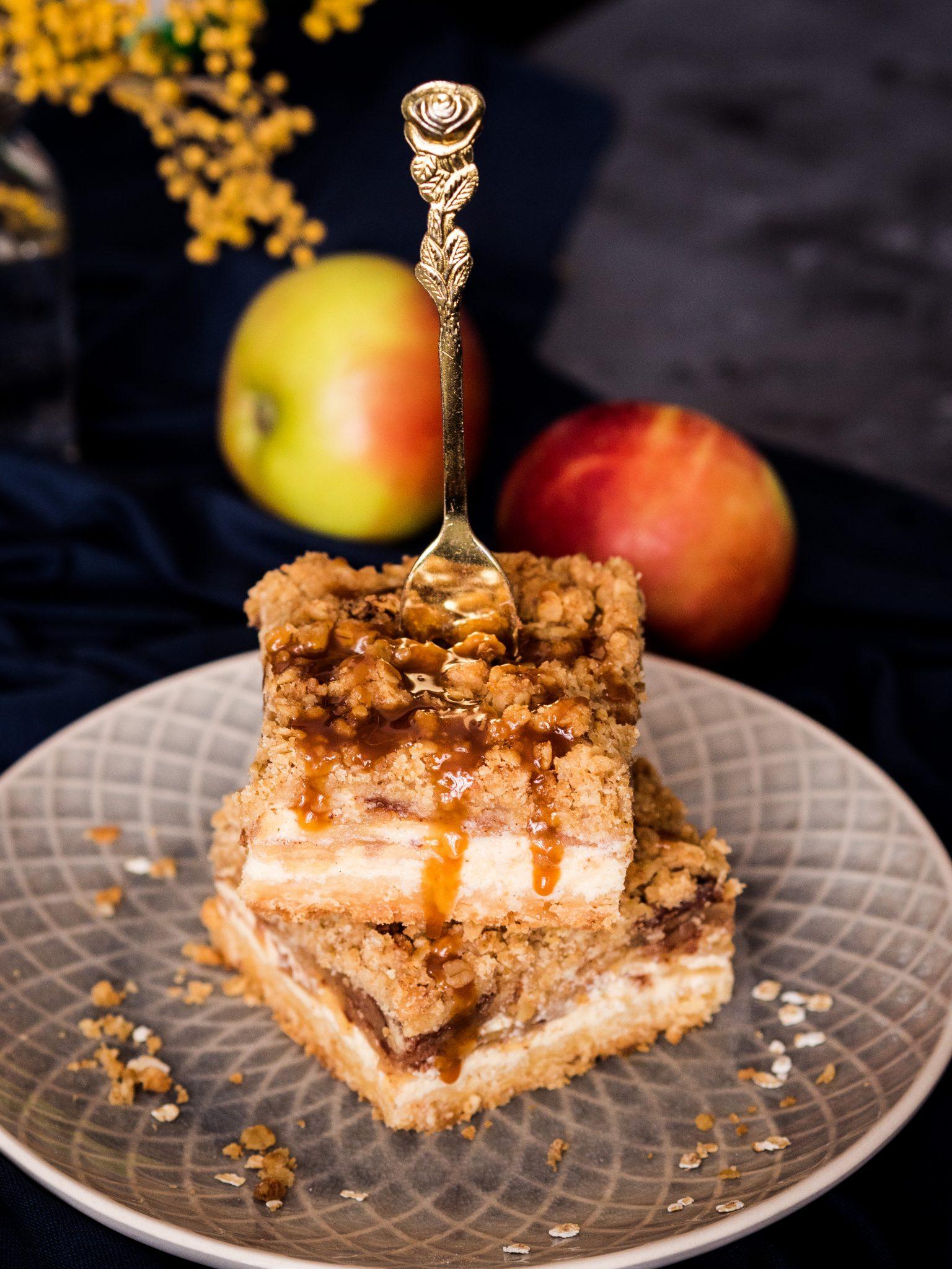 Apfel-Cheesecake mit Streuseln