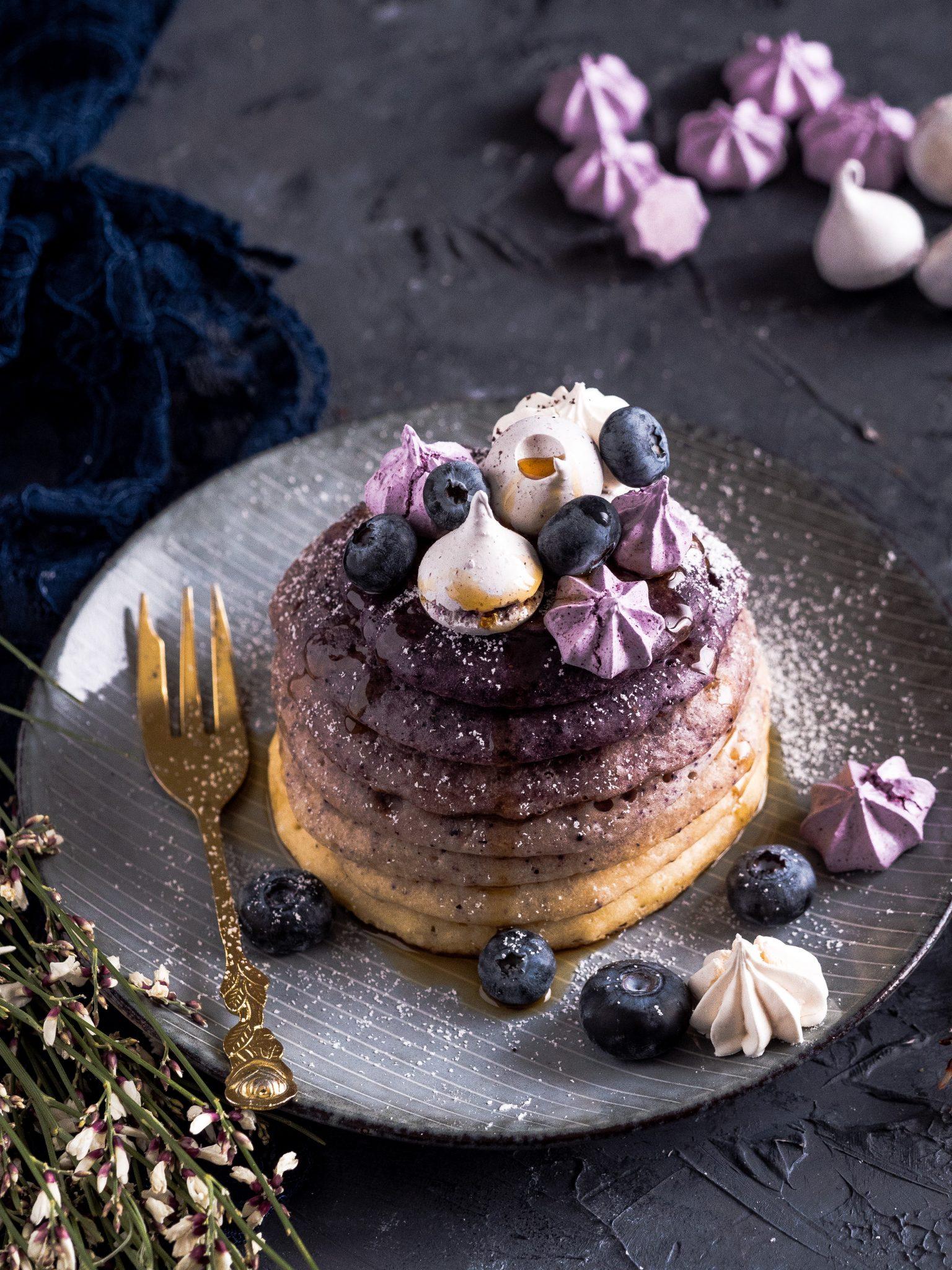 Heidelbeer-Pancakes mit Fruchtpulver