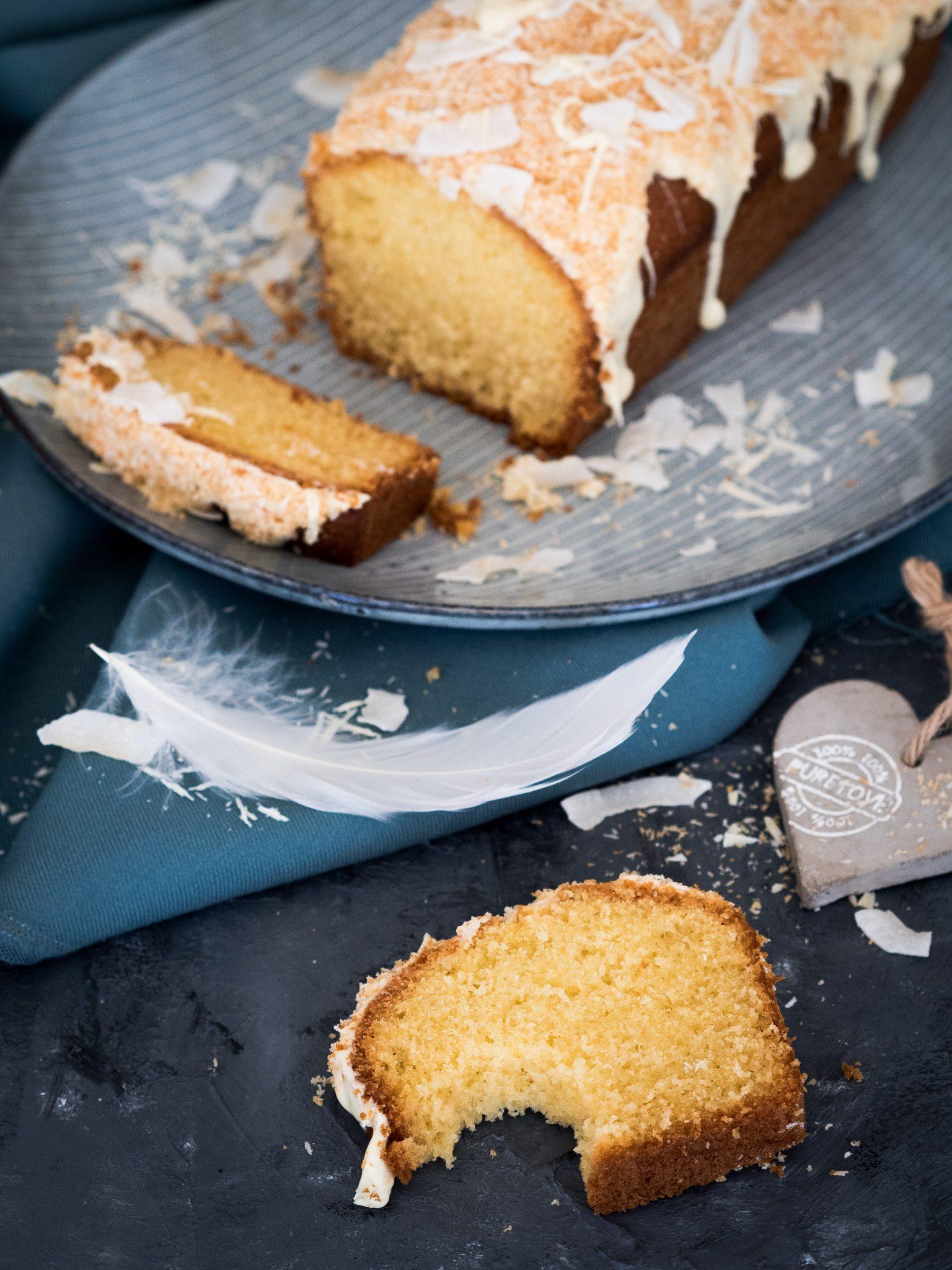 Kastenkuchen mit Kokos und weißer Schokolade