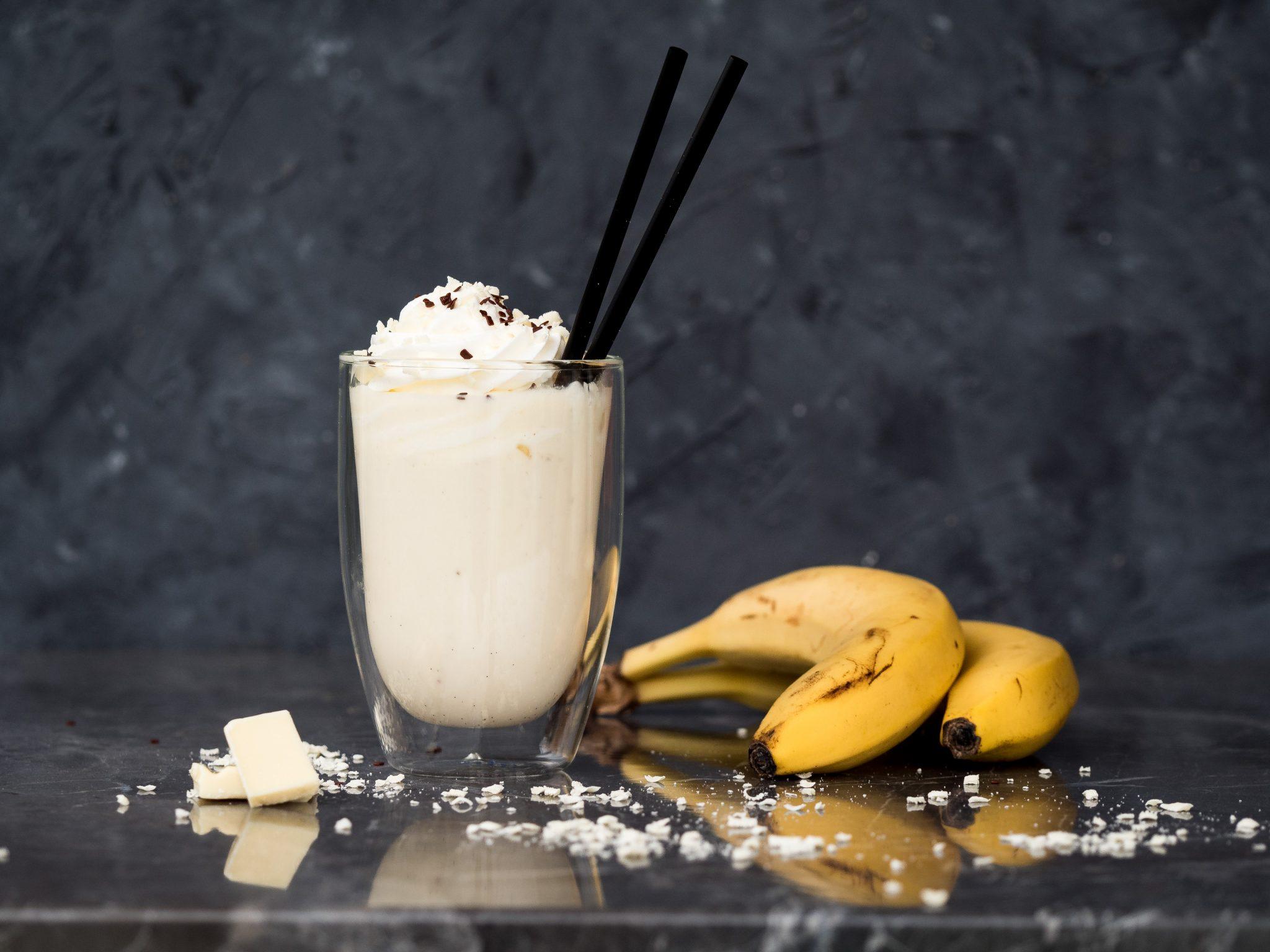 Bananenmilch mit weißer Schokolade