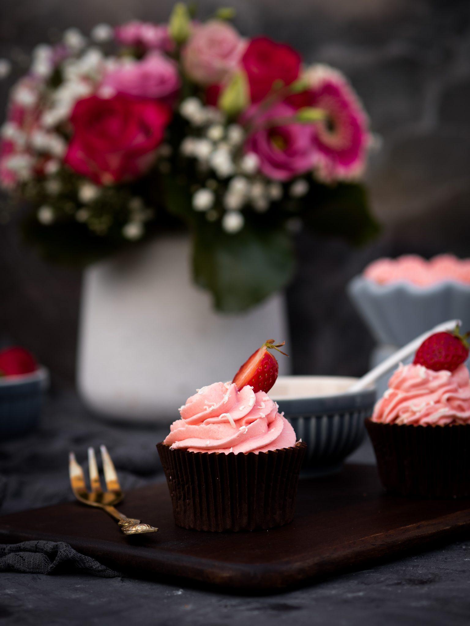 Mandel-Erdbeer-Cupcakes