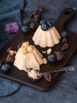 Macadamia-Nougat Parfait mit schokoliertem Popcorn