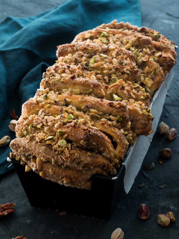 Pull apart bread mit Nüssen und Honigsirup